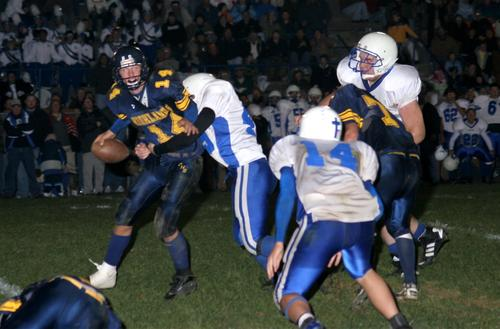 #14 Winchester completes the pass for  a 1st down